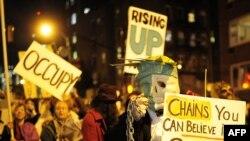 """""""Ocupați Wall Street"""" - o demonstrație la New York cu ocazia paradei anuale de Halloween la 31 octombrie"""