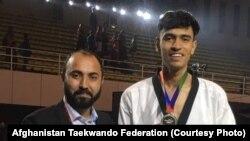 فرزاد منصوری تکواندوکار افغان که مدال نقره کسب کرده است.