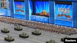 رژه در مسکو به مناسبت سالروز پایان جنگ جهانی دوم. ۹ مه ۲۰۱۵