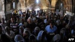 Թուրքիա - Հայերը մասնակցում են Աղթամարի Սուրբ Խաչ եկեղեցում Հայոց ցեղասպանությունից հետո մատուցվող առաջին պատարագին, 19-ը սեպտեմբերի, 2010թ․