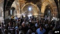 Турция -Литургия в армянской церкви Сурб Хач на острове Ахтамар (архив)