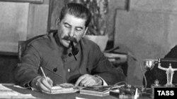 Иосиф Сталин. Акс аз бойгонӣ