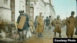 Омски тимер юл вокзалындагы хәрбиләр