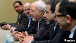 Міністр закордонних справ Ірану Джавад Заріф (ц) на переговорах у Женеві, 22 листопада 2013 року