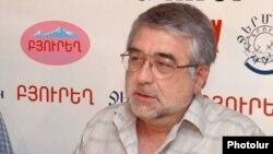 Журналист Армен Дулян