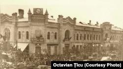 Moldova - Secera și ciocanul pe primăria orașului Chișinău (28 iunie 1940, ora 15:50).