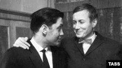 Роберт Рождественский и Евгений Евтушенко, 1962 г.