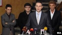 Средба на министерот за здравство Никола Тодоров со синдикатите за здравство. Доктор Дејан Ставриќ, претседател на Синдикатот на клиничките центри и претседателот на Самостојниот синдикат за здравство, фармација и социјална заштита, Љубиша Каранфиловски.