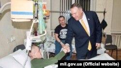 Держсекретар США Майк Помпео у військовому госпіталі в Києві, 31 січня 2020 року (фото з сайту Міноборони)