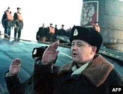 """Командир атомной подводной лодкой ВМФ """"Курск"""" Геннадий Лячин."""
