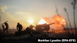 Ukrainian servicemen fire a howitzer close to the front line near the village of Novoluhanske on January 11.