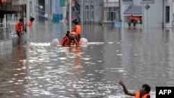 Pamje nga vërshimet në Kinë