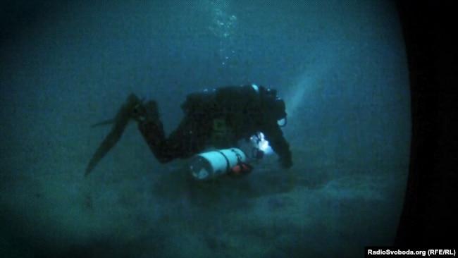 Кадри спецоперації з підйому розвідувального буя на дні Чорного моря. Крим, літо 2013 року