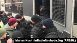 Полиция задерживает представителей организации С14 на политической акции Юлии Тимошенко. Киев, 9 февраля 2019 года