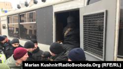 Представників С14 затримують на політичній акції Юлії Тимошенко. Київ, 9 лютого 2019 року