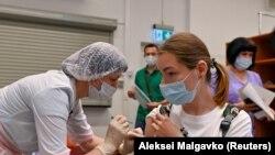 В центре вакцинации в Омске, 29 июня 2021