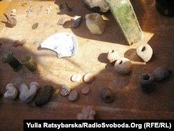 Археологічні знахідки на місці Богородицької фортеці: козацькі люльки, кахлі тощо