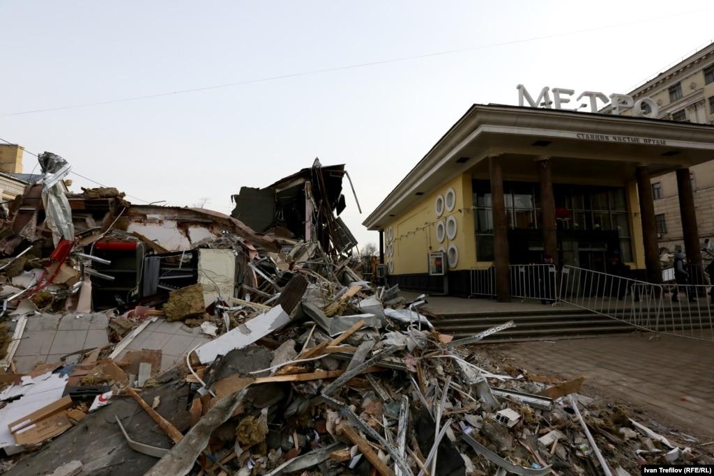 В Москве начался масштабный снос торговых павильонов