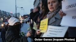 Protestele magistraților au primit sprijin din partea universitarilor, scriitorilor, actorilor, studenților și ale mai multor mii de cetățeni, care li s-au alăturat