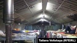 В палатке Мальтийской службы помощи