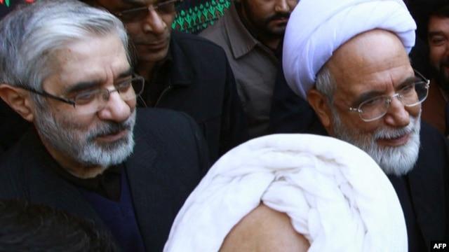 Opposition leaders Mir Hossein Musavi (left) and Mehdi Karrubi in Qom in December 2009