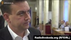 Депутат Костянтин Павлов відкидає запитання про можливе лобіювання інтересів компаній Ріната Ахметова у його депутатських запитах