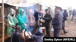 Residents of Zhukovsky camping out to save the Tsagovsky forest in April 2012