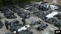 5 сентября 2004 года. У входа в морг Владикавказа