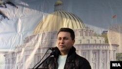 """Премиерот Никола Груевски пред пано на кое е прикажан изгледот на новата зграда на ЈП """"Водовод и Канализација"""" во Скопје."""