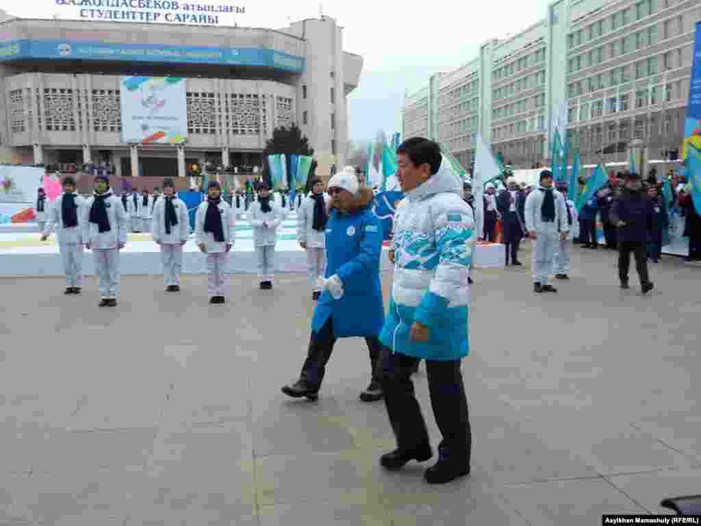 Алматы әкімі Бауыржан Байбек 28-ші қысқы универсиада алауын жағу салтанатына келе жатыр