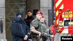 Француз полициясы (Көрнекі сурет).