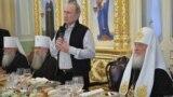 Президент Росії Володимир Путін (із мікрофоном), а праворуч від нього Московський патріарх Кирило, 11 липня 2016 року