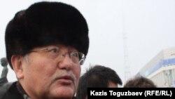 """Рысбек Сарсенбай, член общественной комиссии по Жанаозену, главный редактор газеты """"Жас Алаш""""."""