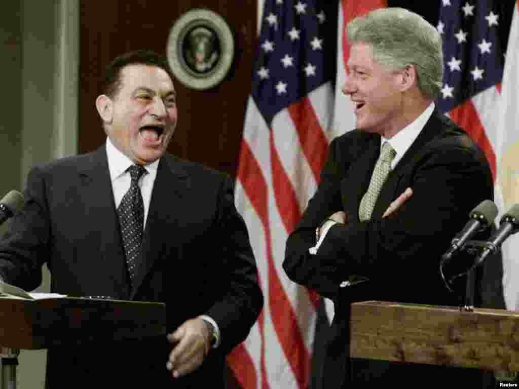 Mubarak and U.S. President Bill Clinton during a joint press conference at the White House in July 1999.