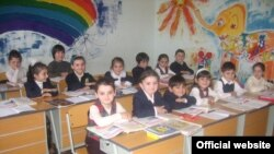 Пока во всех тбилисских школах идут последние приготовления к началу учебного года, в трех армянских школах готовятся к закрытию