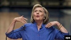 Hillary Clinton gjatë një fjalimi të saj në kuadër të fushatës për nominim presidencial në Partinë Demokratike në Shtetet e Bashkuara