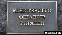 Крім того, Україна завершила обміндоларових єврооблігаційз відсотковою ставкою 7,75% та погашенням в 2021 році, а такождоларових єврооблігаційз відсотковою ставкою 7,75% та погашенням в 2022 році