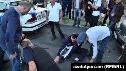 Инцидент возле здания суда во время слушания по делу Роберта Кочаряна, Ереван, 12 сентября 2019 г.