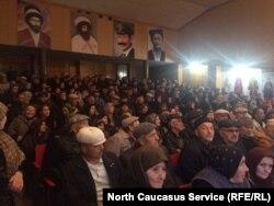 Сход жителей нескольких районов Дагестана в Шамилькале