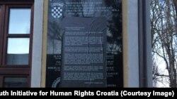 "Sporna ploča ""Za dom spremni"" i protestna intervencija Inicijative mladih za ljudska prava preko tog natpisa"