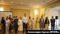 Учасники заходу, присвяченого захисту прав дітей кримських політв'язнів, 22 серпня 2021