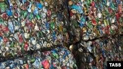 Вывоз и сортировка бытового мусора (Архивное фото)
