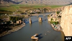 """منطقة """"حسن كيف"""" وبقاياها التاريخية في نهر دجلة داخل الأراضي التركية"""