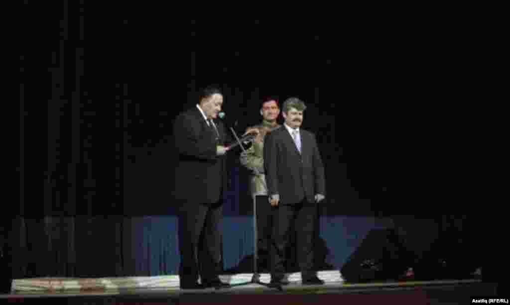 Татарстан мәдәният министры Айрат Сибгатуллин һәм ансамбль җитәкчесе Айрат Хәмитов