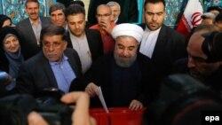 Հասան Ռոհանին քվեարկություն է կատարում նախօրեին Իրանում կայացած նախագահական ընտրություններում, Թեհրան, 19-ը մայիսի, 2017 թ․