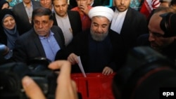 H.Rouhani səs verir.