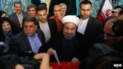 Iranian President Hassan Rohani casts his vote during the presidential election in Tehran, May 19, 2017