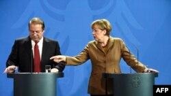 Анґела Меркель (п) і Наваз Шаріф (л) на прес-конференції в Берліні, 11 листопада 2014 року
