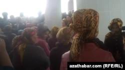 Очередь за хлебом, Туркменистан, 16 октября, 2018