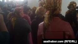 Очередь перед госмагазином. Туркменистан (архивное фото)